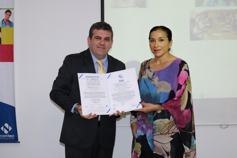Gerente regional de Icontec, Juan Felipe Mora; y la Gerente general de ENERTOTAL, Eliana Garzón.